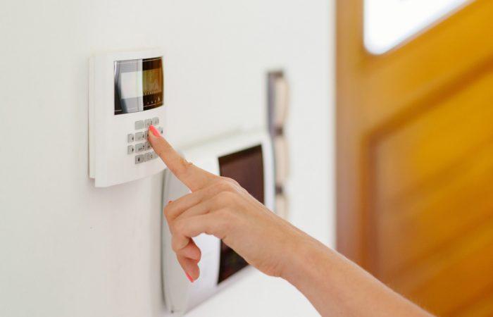 Qu'est-ce qu'un contrôle d'accès d'alarme pour professionnel?